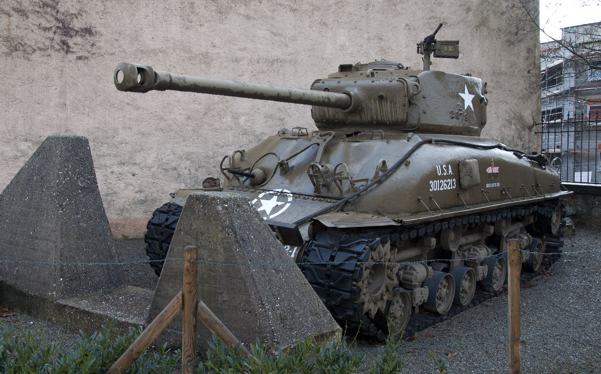 Diekirch_National_Museum_of_Military_History_M4_Sherman_A1_E8_8-01-2012_15-00-54